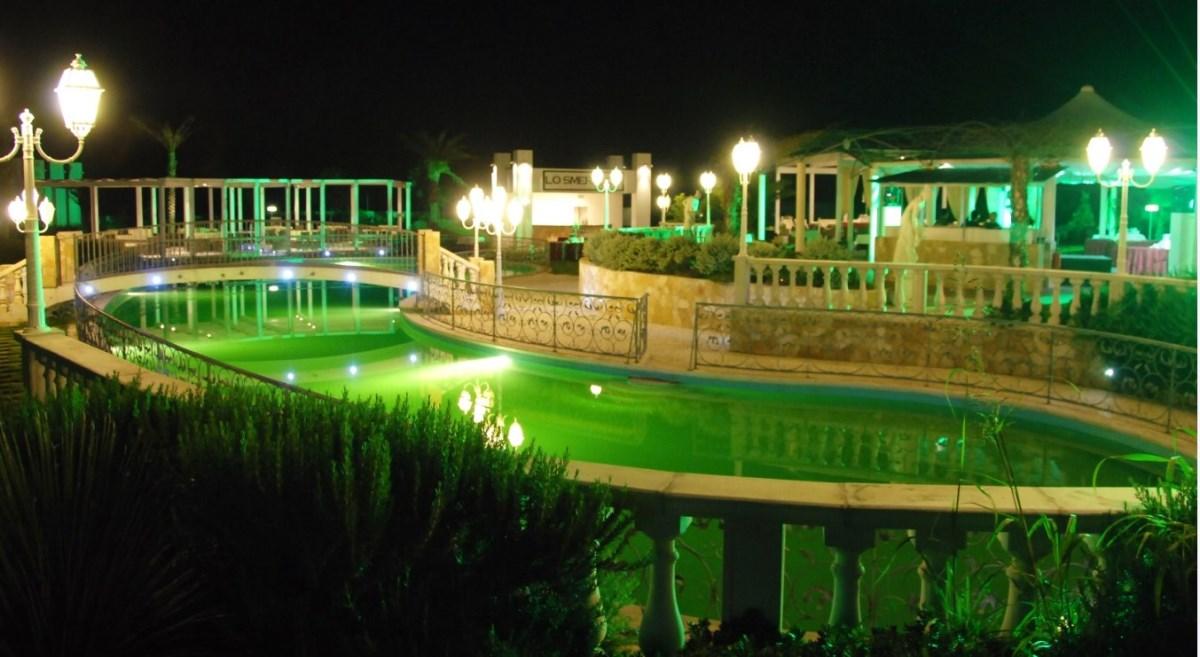 Al parco ricevimenti lecce piscina smeraldo di sera al - Piscine a lecce ...