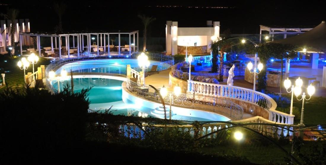 Vista Notturna Piscina Smeraldo Ricevimenti Lecce